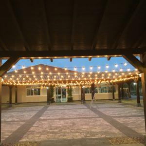 Iluminacion con guirnaldas de bombillas