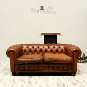 Alquiler sofa chester chesterfield vintage marron piel bodas eventos salon industrial chic chill out