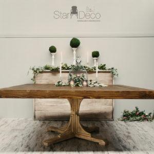 Mesa de madera cuadrada