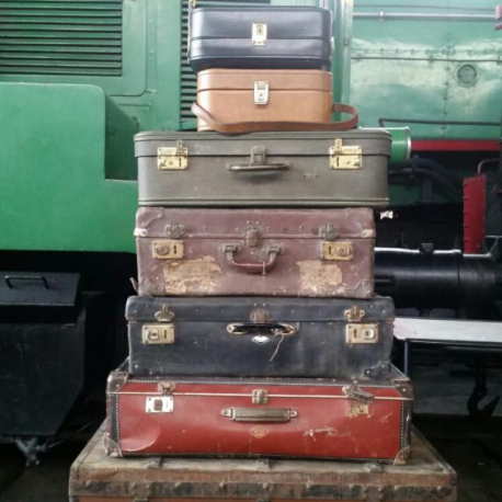 Maletas Vintage en diferentes tamaños, cuero, madera, tela, para decoracion de rincones y eventos