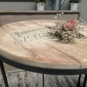 Mesa alta estilo Shabby Chic de madera estampada decapé y metal